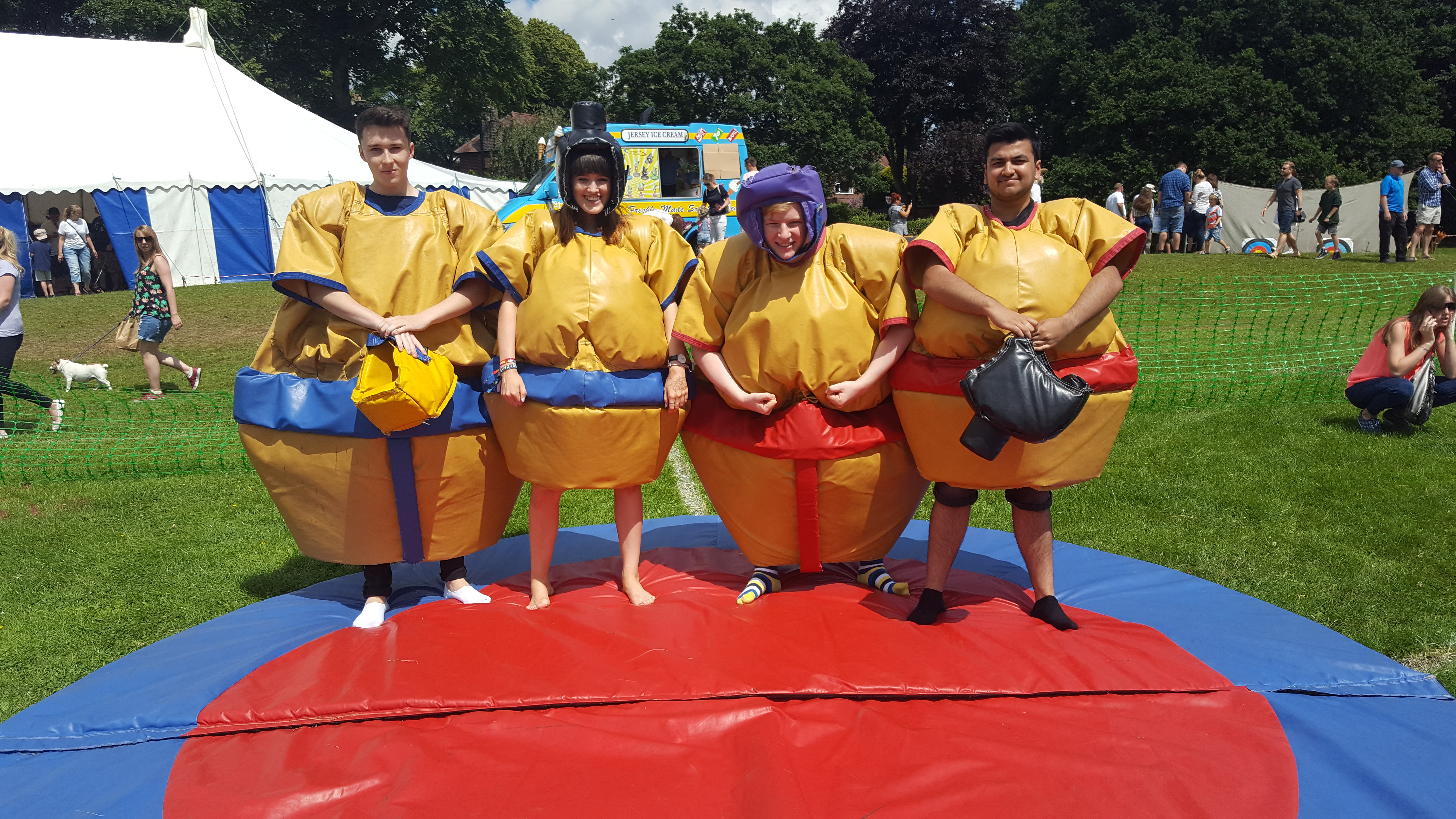Sumo_suits_for_hire